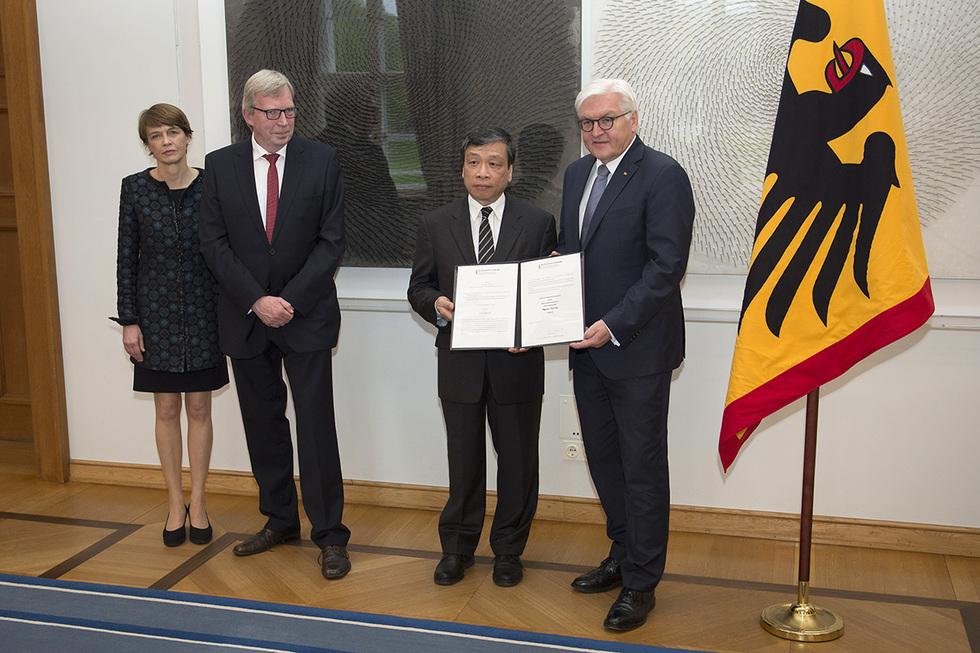 Vu Quoc Dung (veto!) and President Frank-Walter Steinmeier
